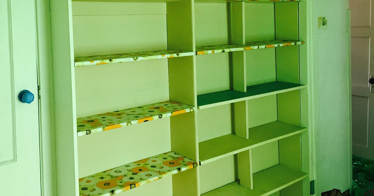 bedroom-shelves-before